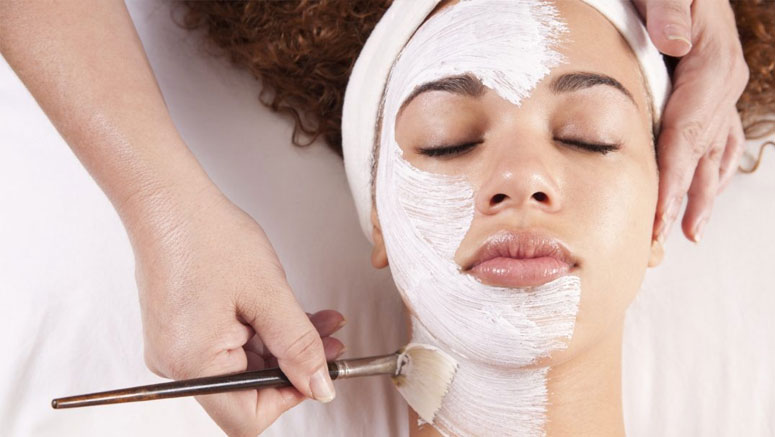 Treating Skin with a Facial Peel